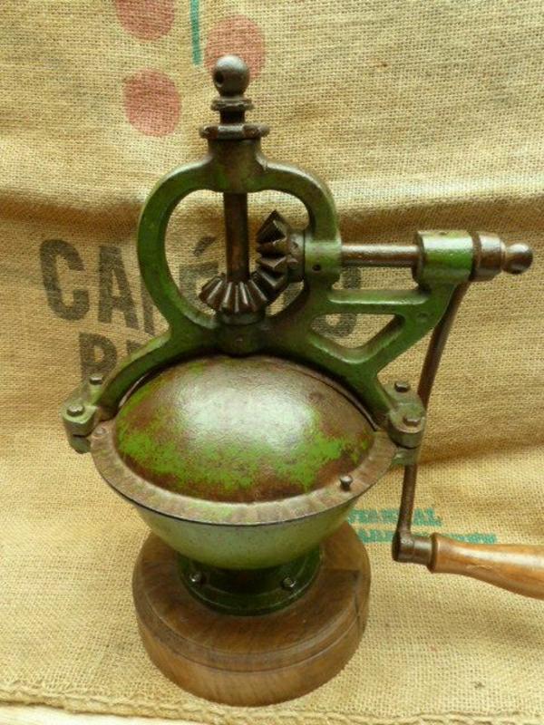antike-französische-Kaffee-Mühle