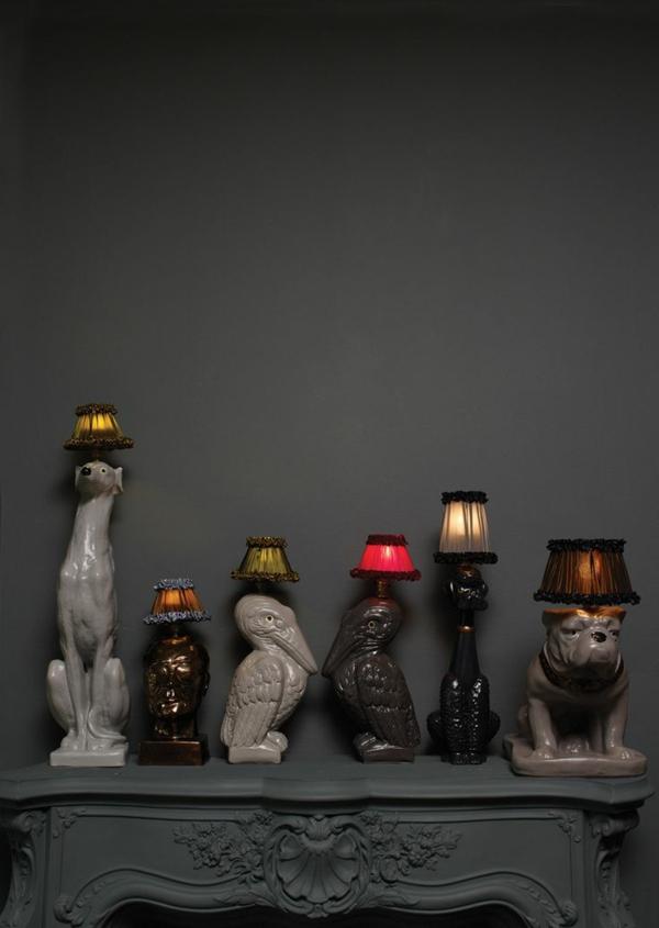 ausgefallene-lampen-vor-einer-grauen-wand - super foto