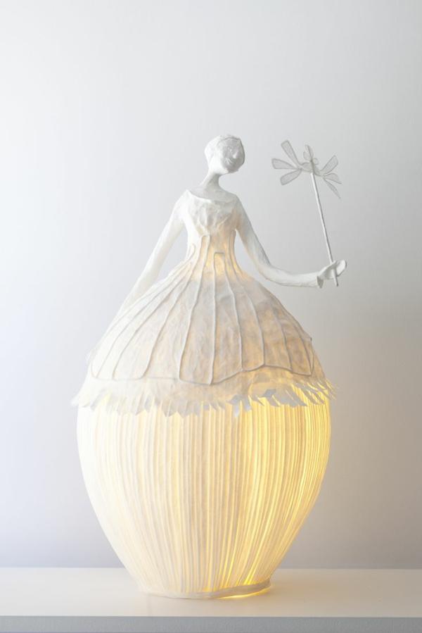 ausgefallene-lampen-weiße-schöne-gestaltung - weiße wand dahinter