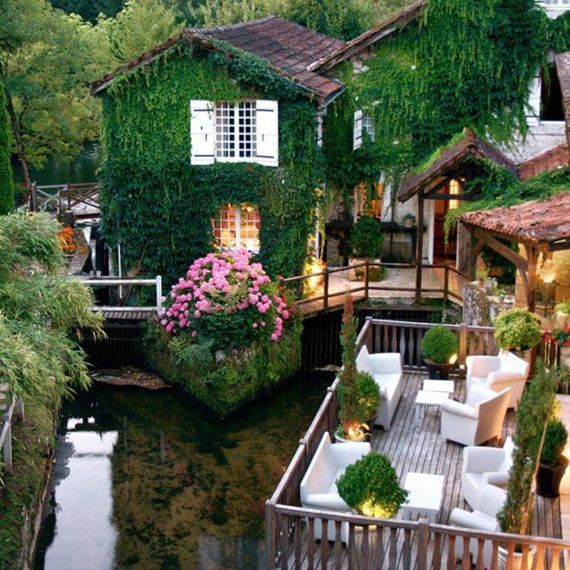 balkon-bepflanzen-herrliches-haus-mit-viel-grün