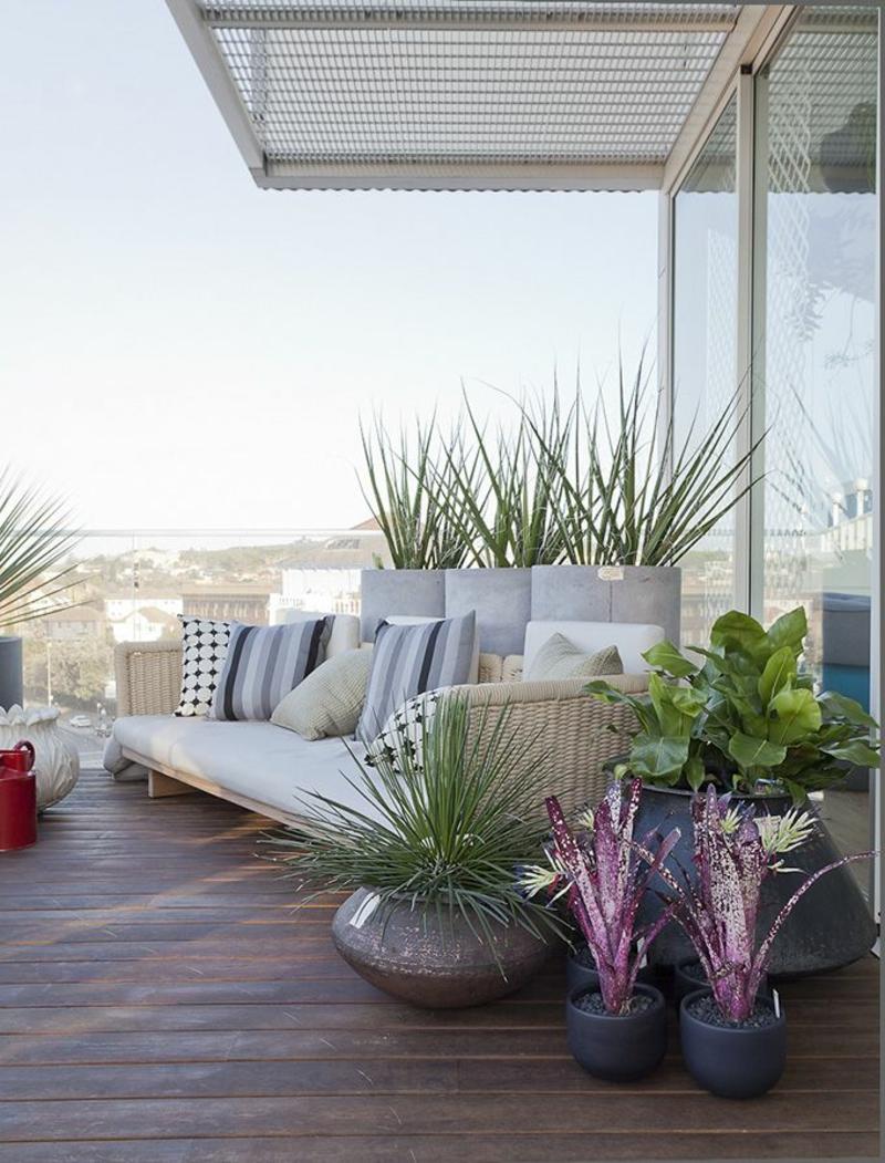 balkon-bepflanzen-sehr-schönes-aussehen-eine-überdachung