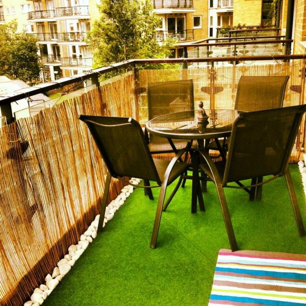 Der Bambus Balkon Wirkt Sehr Warm Und Gemütlich: