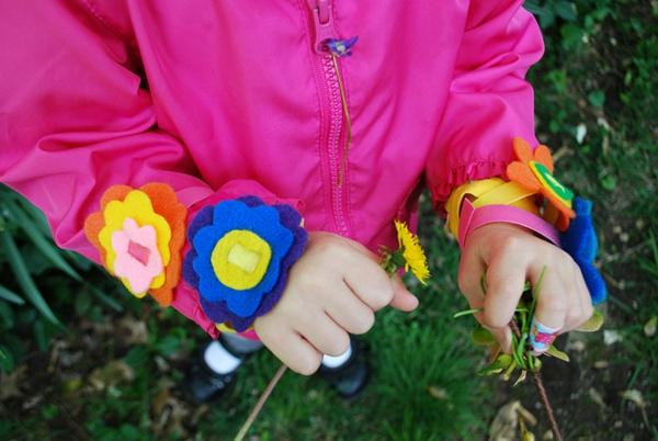 Basteln Mit Holz FUr Den Sommer ~ basteln mit kindern im sommer coole bunte armbänder  foto von oben
