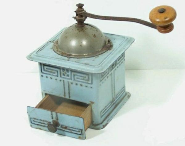 blaue-antike-Kaffeemühle
