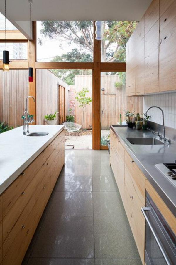 bodentiefe-fenster-ultramodernes-design-von-küche mit holzschränken