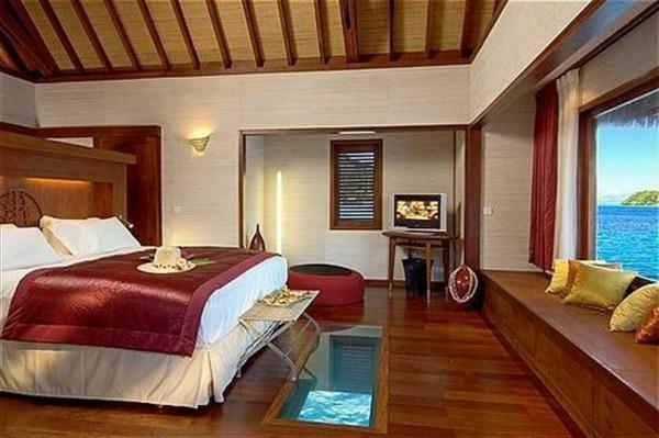 bora-bora-urlaub-gemütliches-exotisches-schlafzimmer