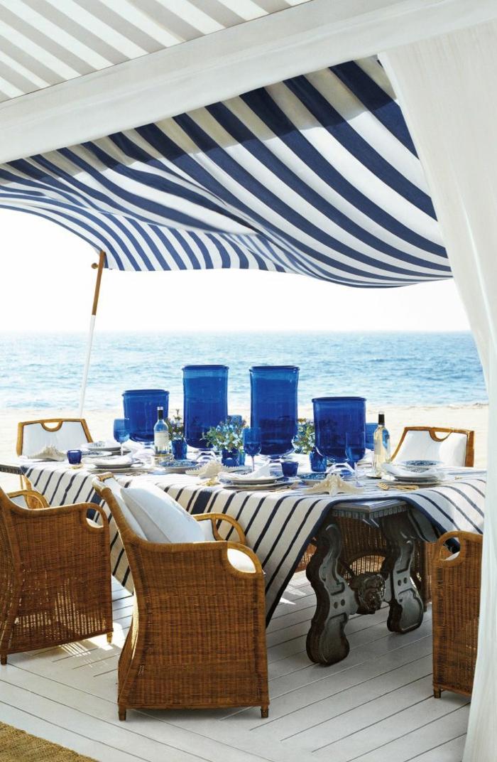 coole-terrassen   überdachung-in-weiß-und-blau