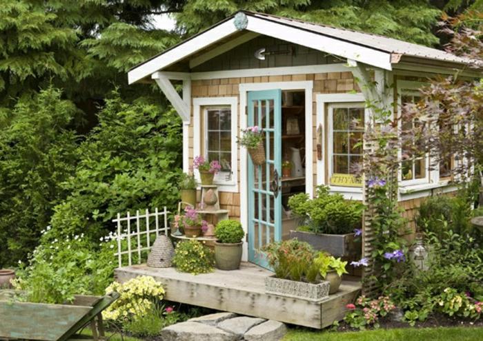 cooles-Gartenhaus-mit-vielen-Blumen