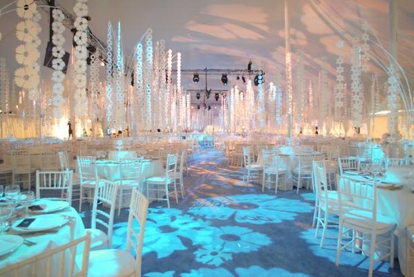 dekoration-in-türkis-farbe-elegante-beleuchtung-super-toll-aussehen - super aussehen
