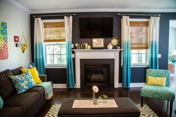 dekoration-in-türkis-farbe-gemütliches-wohnzimmer-gestalten - sofa mit dekokissen