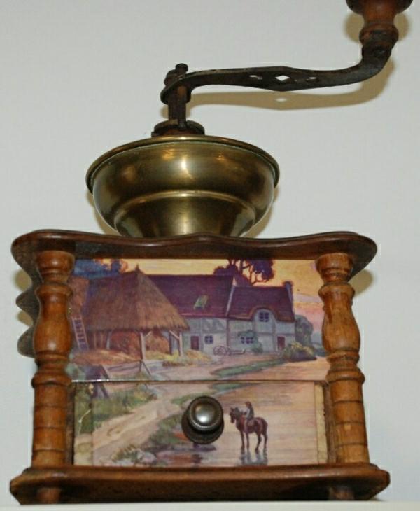 dekorierte-Vintage-Kaffeebohnen-Mühle