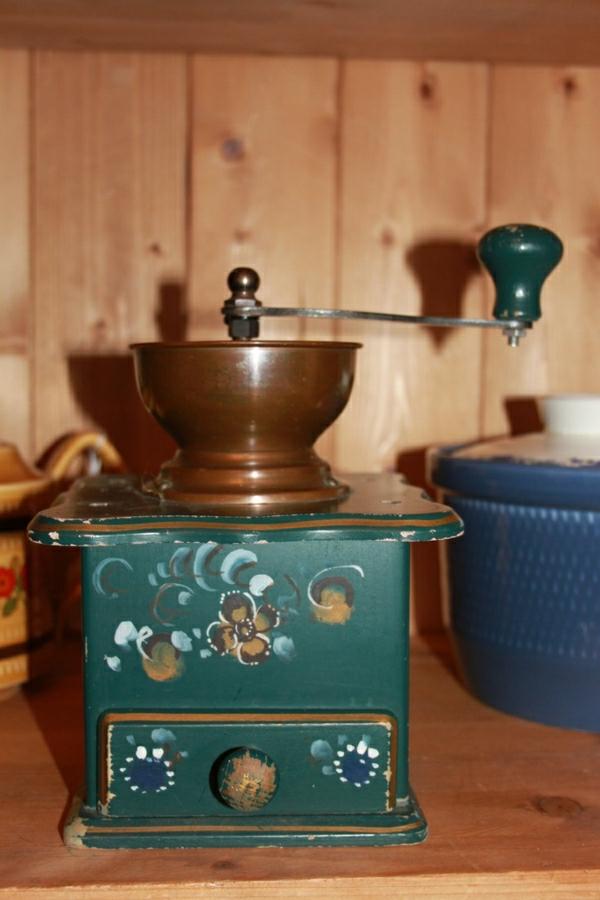 dekorierte-Vintage-Kaffee-Mühle