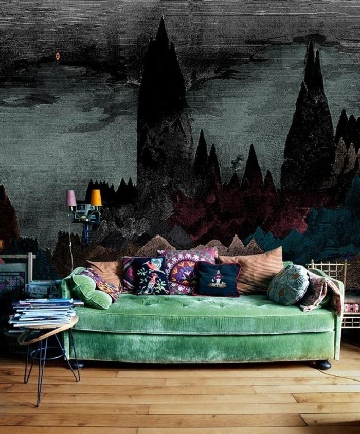 dunkles-Schlafzimmer-grünes-Sofa-Boho-Kissen