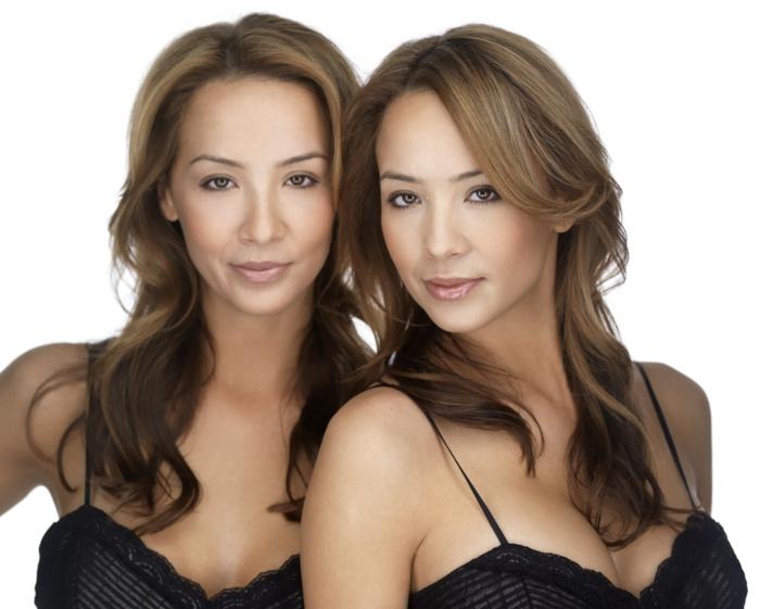 eineiige-zwillinge-wunderschöne-frauen-mit-attraktiven-haarfrisuren