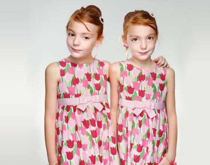 eineiige-zwillinge-wunderschöne-rothaarige-mädchen