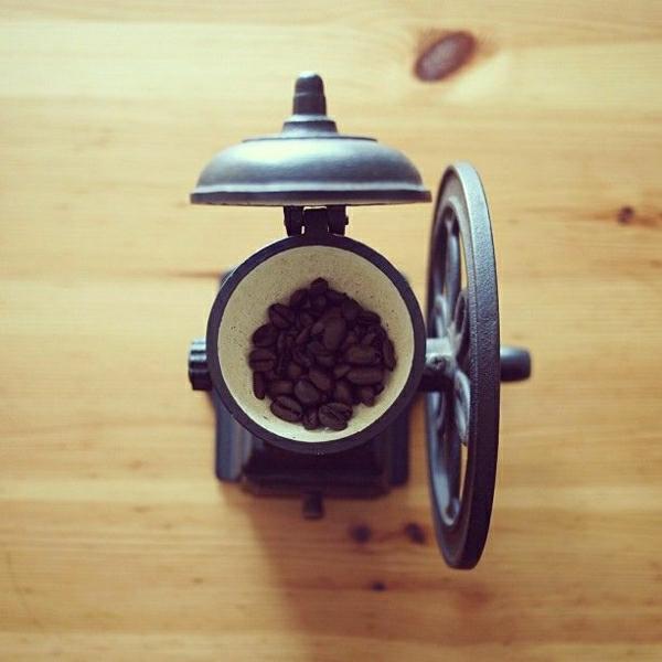 einfache-antike-Kaffee-Mühle