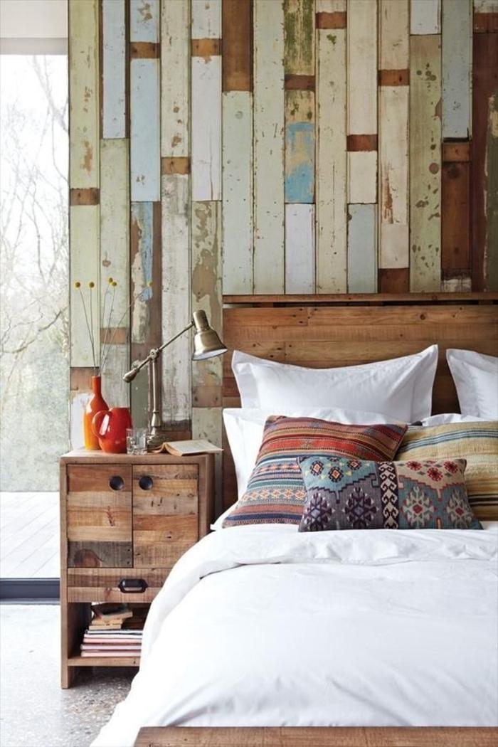 einfaches-Schlafzimmer-Schubladen-hölzernes-Bett-Boho-Kissen