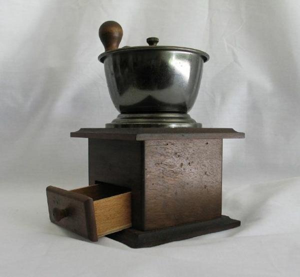 elegante-Vintage-Kaffee-Mühle