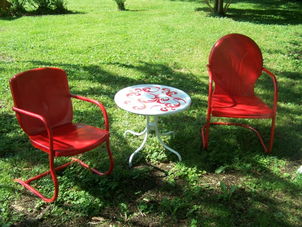 exterior-designs-furniture-alluring-retro-metal-outdoor-furniture-with-cool-red-leather-padded-lawn-chair-on-red-steel-chair-frame-and-adorable-white-round-patio-table-for-enchanting-garden-outdoor-d