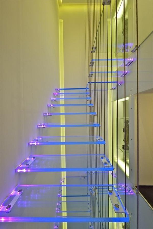 extravagante-schicke-treppen-beleuchtung-in-hellen-farben