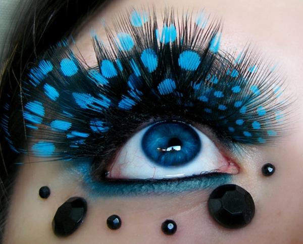 falsche-wimpern-extravagantes-blaues-design