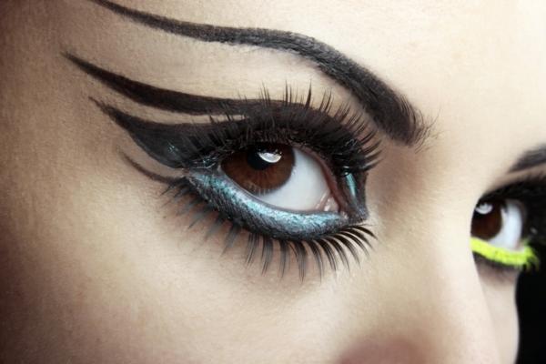falsche-wimpern-extravagantes-schminken-toll-erscheinen