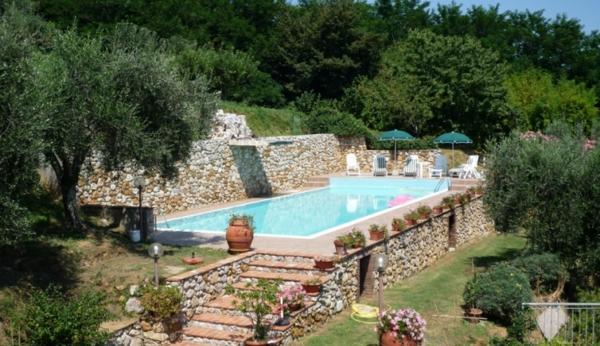 ferienhaus-in-toskana-mit-pool-attraktives-aussehen - grüne umgebung