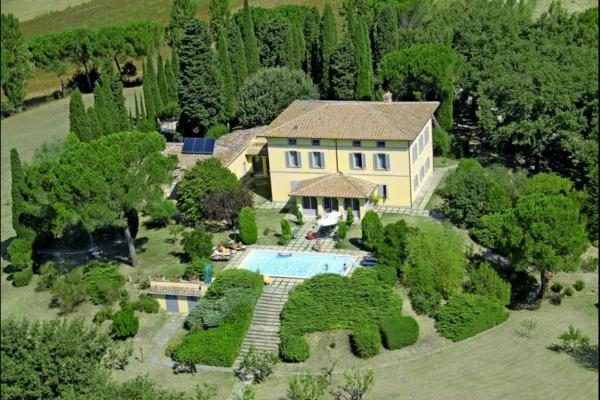 ferienhaus-in-toskana-mit-pool-foto-von-oben-gemacht