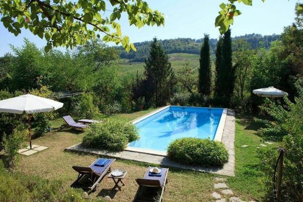ferienhaus-in-toskana-mit-pool-grüne-umgebung