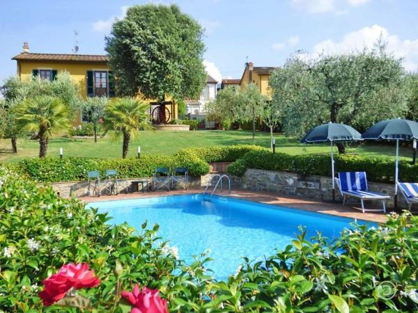 ferienhaus-in-toskana-mit-pool- mit grüner umgebung