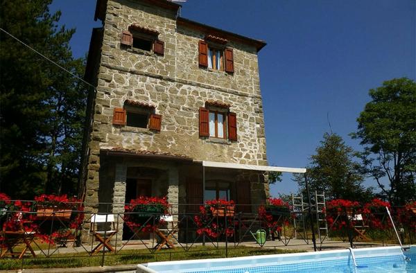 ferienhaus-in-toskana-mit-pool-großartige-architektur