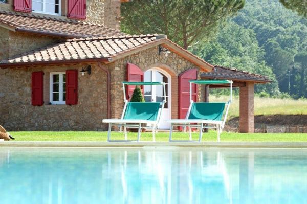 ferienhaus-in-toskana-mit-pool-moderne-gestaltung-reines-wasser