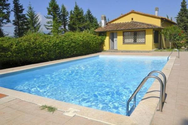 ferienhaus-in-toskana-mit-pool-viereckiges-design