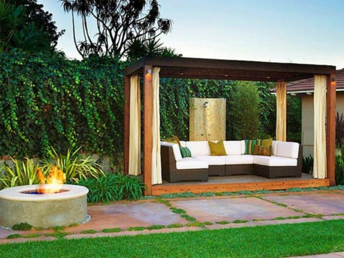feuerstelle-für-terrasse-grünes-gras-schöne-gestaltung