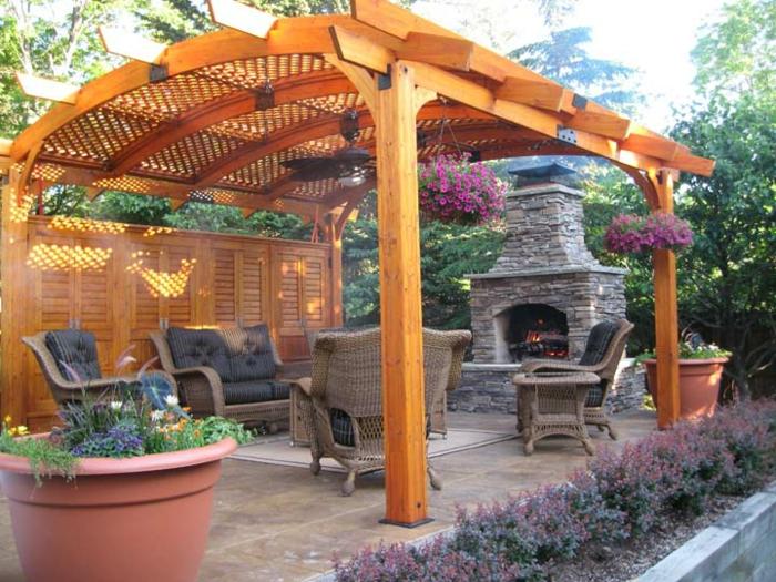 feuerstelle-für-terrasse-hölzerne-gestaltung