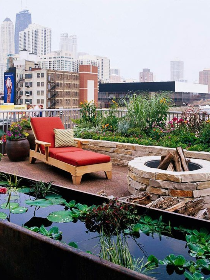 feuerstelle-für-terrasse-liegestuhl-in-rot