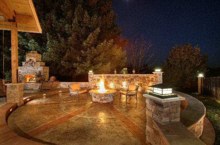 feuerstelle-für-terrasse-luxuriöse-außengestaltung