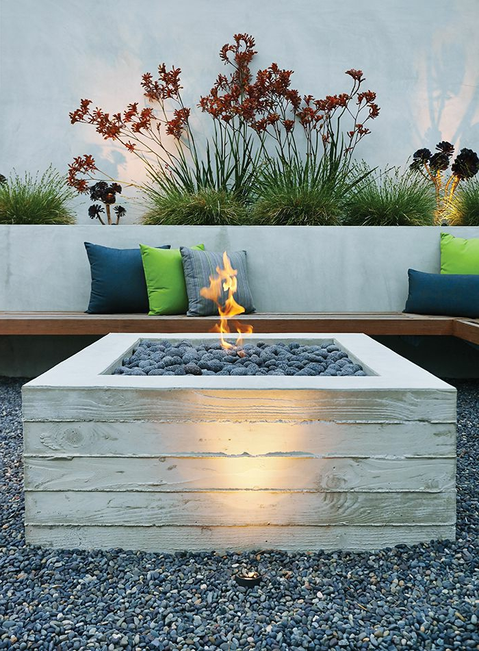 feuerstelle-für-terrasse-weißes-modell-aus-brettern