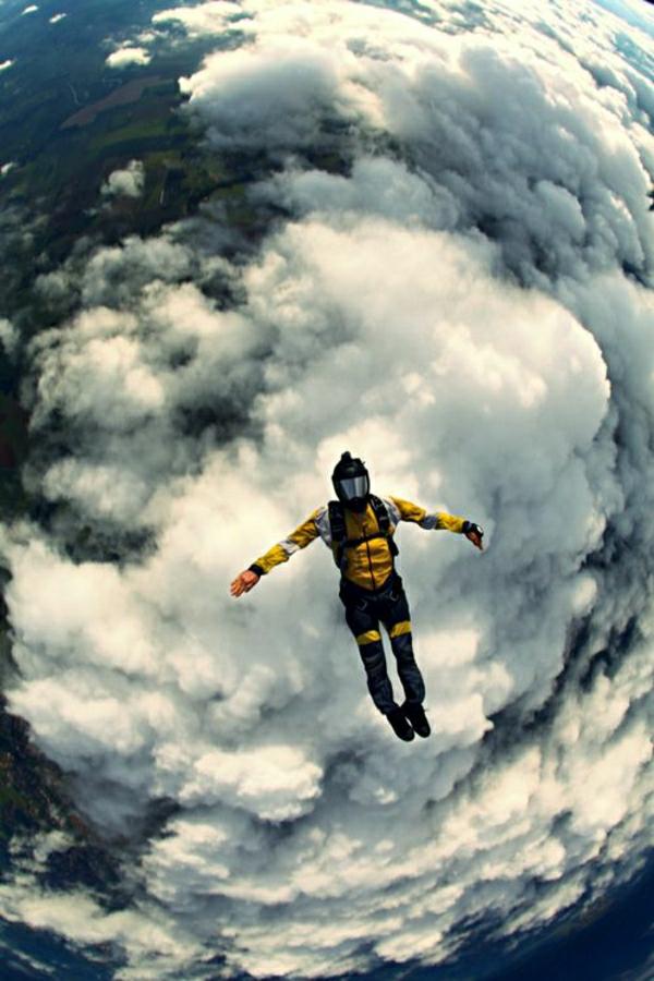 freier-Fall-extrem-Wolken-Sportausrüstung