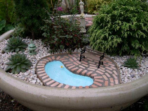 garten-pool-kleines-modell-bild-von-oben-gemacht