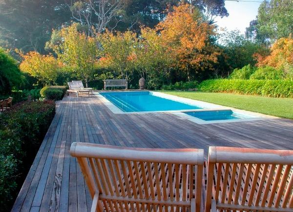 moderne gartengestaltung mit pool haus design ideen. Black Bedroom Furniture Sets. Home Design Ideas