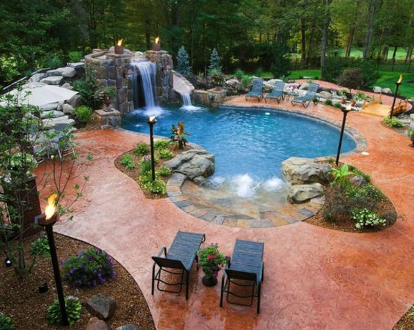 garten-pool-schönes-bild-von-oben-genommen