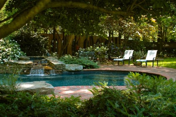 garten-pool-wunderschönes-ambiente