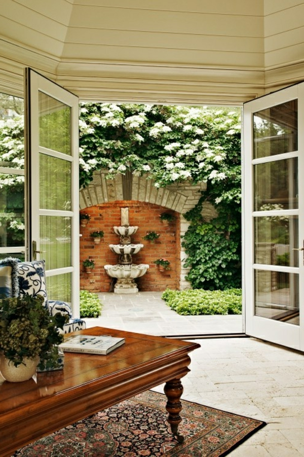gartenhaus-mit-terrasse-große-türen