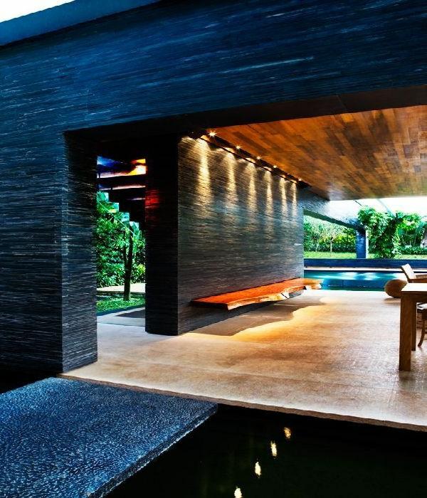 gartenhaus-mit-terrasse-schwarzes-interieur-super-cooles-aussehen