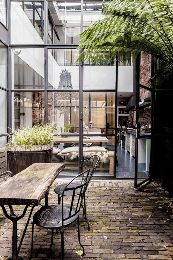 gartenhaus-mit-terrasse-super-schöne-gläserne-wände