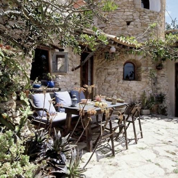 gartenhaus-mit-terrasse-tolles-aussehen-coole-möbel