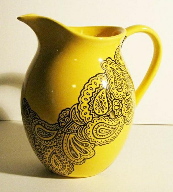 gelbe-Kanne-Henna-Muster-Dekoration