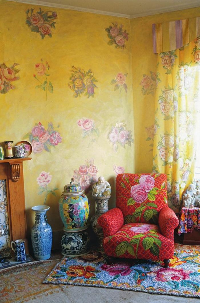 gelbe-Wände-Blumen-Motive-Buddha-Vasen