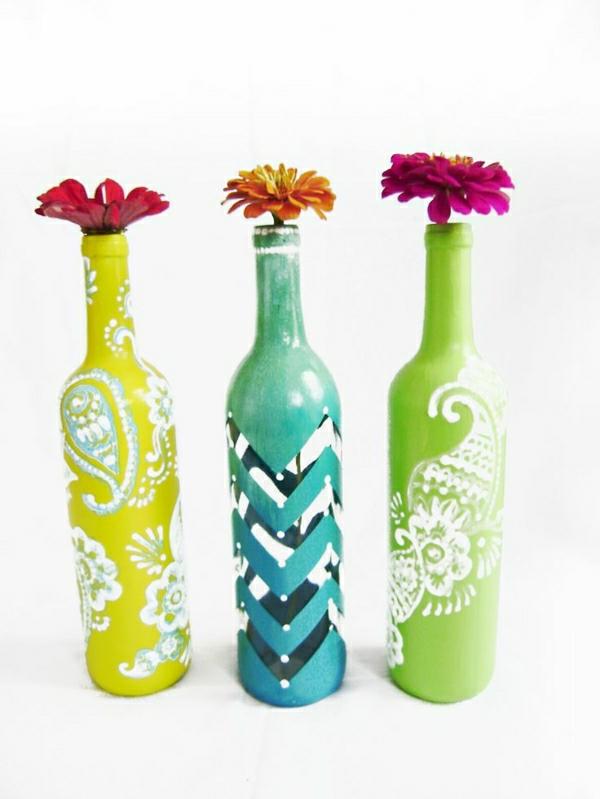 gelbe-türkisblaue-Zitronenfarbe-Weinflasche-Vasen-Henna-Motive-Dekoration-Blumen